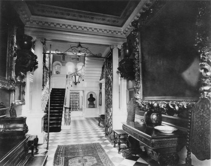 DoughtyHouse,1905main staircase,DoughtyHousehistoricpic.jpg