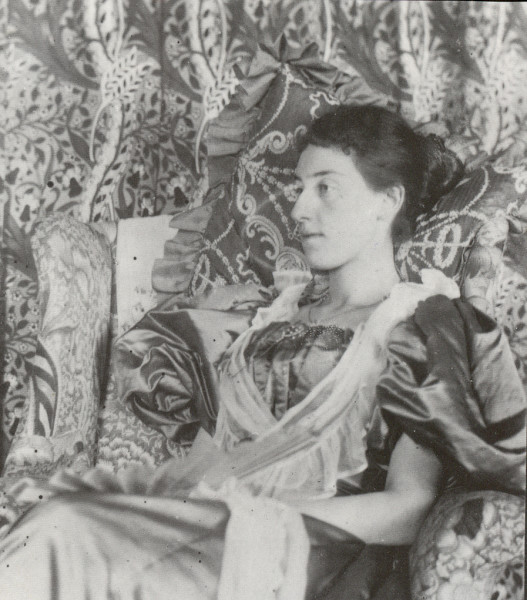 1_Maggie Beale in Morning Room at Standen ©National Trust.jpg
